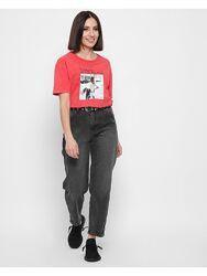 Стильная футболка с принтом.