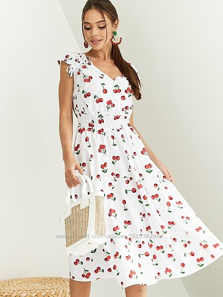 Платье из штапеля с цветочным принтом.
