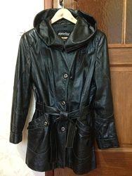 Кожаная демисезонная курточка в размере L