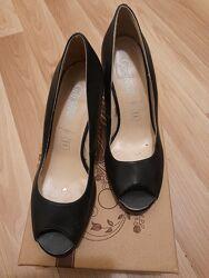 Классические кожаные туфли с открытым носком New look, р.38, по стельке 24,