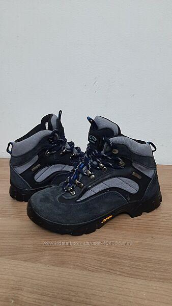 Трекинговые ботинки Everest  32р. по стельке  20,5 см.