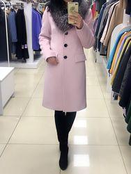Зимнее женское шерстяное пальто с натуральным мехом розовое