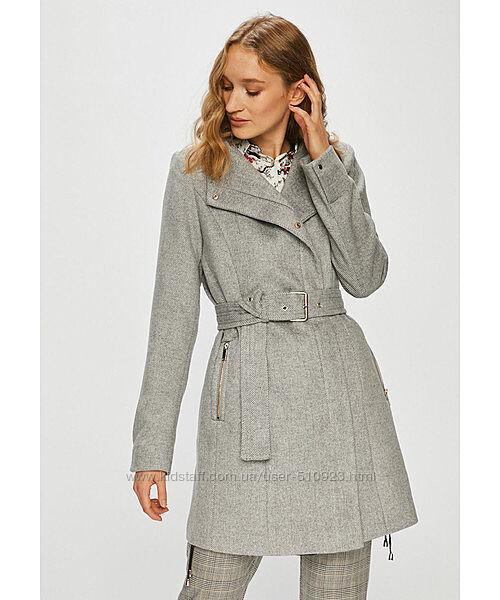 Классическое серое пальто Vero Moda.