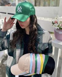 Стильная атласная кепка. Женская бейсболка