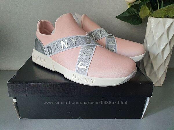 Очень красивые кроссовки DKNY