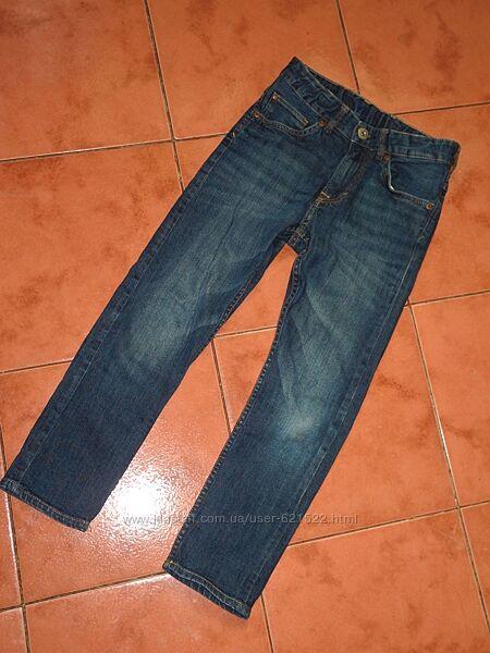 Джинсы H&M 134 р на мальчика штаны брюки