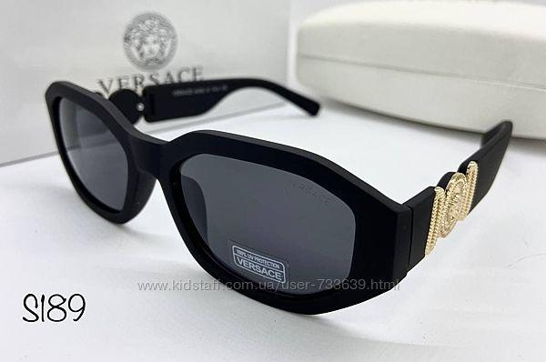 Стильные женские солнцезащитные очки Versace