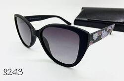 Стильные солнцезащитные очки  поляризованые черные кошечки цветные дужки