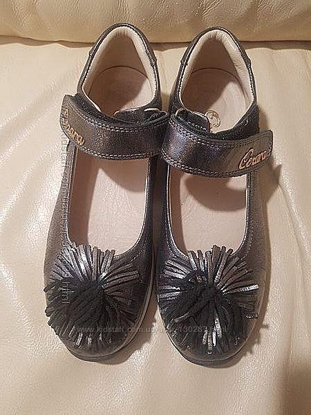 Продам нарядные туфли для девочки фирмы Cezar