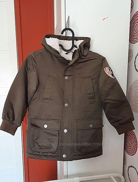 Демисезонная куртка парка Benetton. на 4-5 лет.