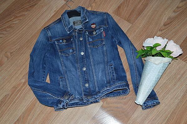 Крутая фирменная джинсовая курточка как новая раз одета актуально