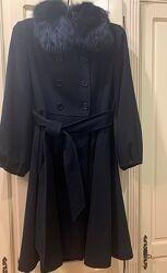 Двубортное черное пальто на весну, S по бирке