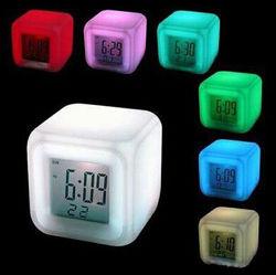 Светящиеся часы будильник ночник Хамелеон с блоком питания