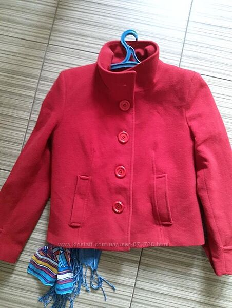 Красное короткое пальто куртка