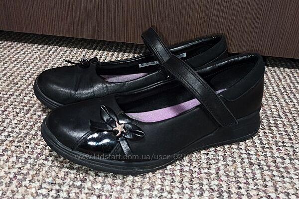 Туфли на девочку clarks. размер 35 кожа по стельке 23 cм