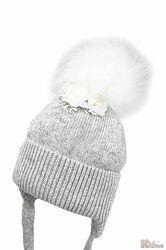 Шапка зимняя с белым помпоном для девочки Jamiks