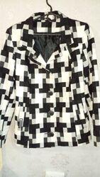 Короткое пальто в черно-белую клетку весна -осень