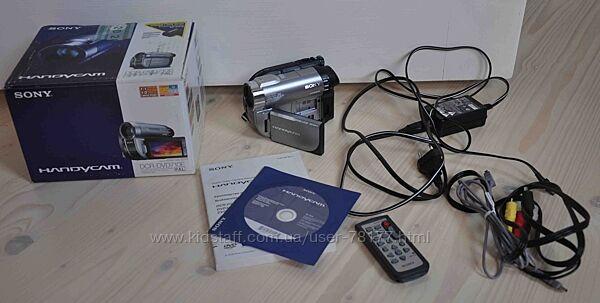 цифрова відеокамера Sony Handycam DCR-DVD710E