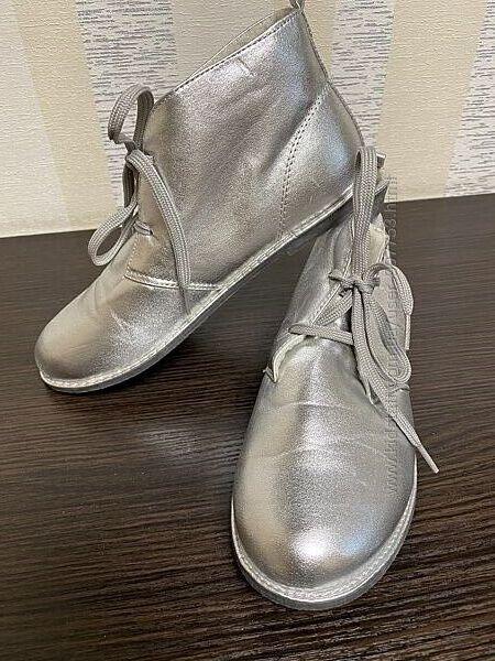 ботиночки на девочку серебристые  Размер 3