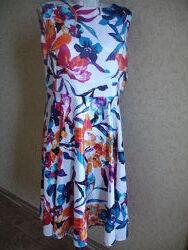 Фирменное шикарное нарядное платье на 50-52 размер
