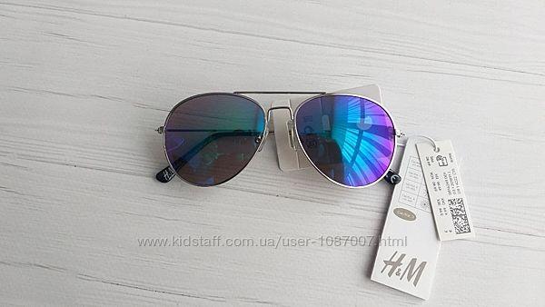 Нові сонцезахисні окуляри авіатори H&M для хлопців в наявності