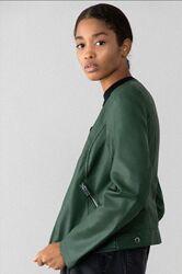 Зеленая кожаная курточка - косуха из Испании от Lefties.