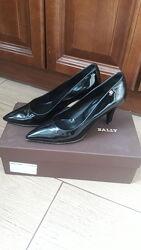 Кожаные лаковые туфли лодочки Bally 36 р-ра Италия