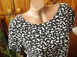 Летний тренд - футболка, принт - бабочки из нежно струящейся вискозы от f&f