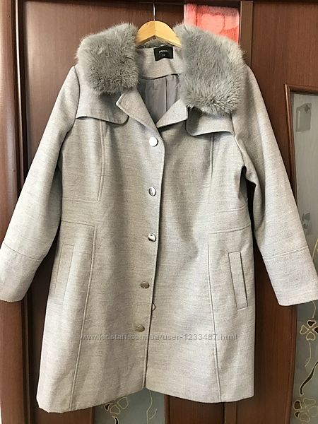 Пальто демисезонное с натуральным воротником