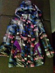 Деми куртка для девочки на 7-9  лет