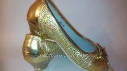 Нарядные туфельки р. 28, 33, 36 Очень красивый цвет