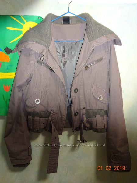 Дуже стильна курточка в ідеальному стані