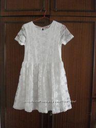 Нарядное гипюровое платье.