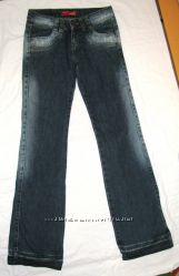 Фирменные джинсы, разм. S. Плотный джинс, отличное качество, очень стильные