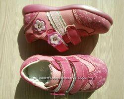 Розовые туфельки для девочек. Распродажа.