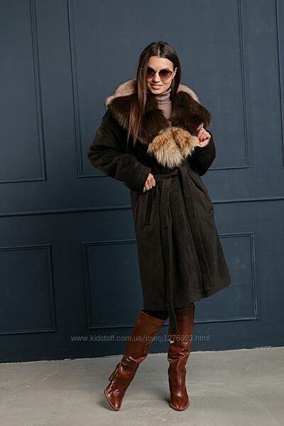 Стильное яркое пальто воротник песец