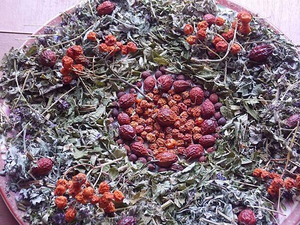 Карпатські вітамінно-ароматні чаї.