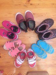Много обуви для девочки в отличном состоянии