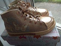 Ботиночки хайтопы золотистые новые 32 размер куплены в Италии