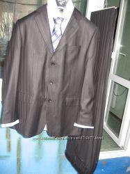 Практически новый костюмМ плюс 3 подарка