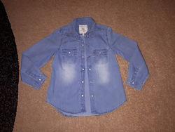 Джинсовая рубашка для девочки ТМ M&S в отличном  состоянии на 7-8 лет