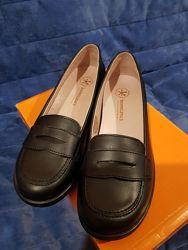 Новые школьные туфли Biomecanics р.36