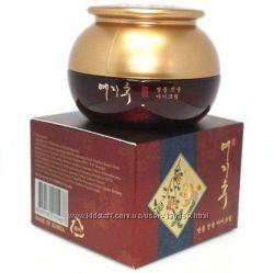 Антивозрастной крем с экстрактом красного женьшеня Yezihu Red Ginseng Cream