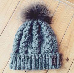 Продам связанную теплую шапку с натуральным помпоном