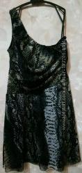 Ассиметричное платье-стрейч со змеиным принтом
