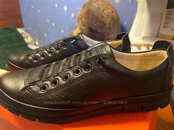 Продаю новые школьные туфли Tiflani спортивного стиля