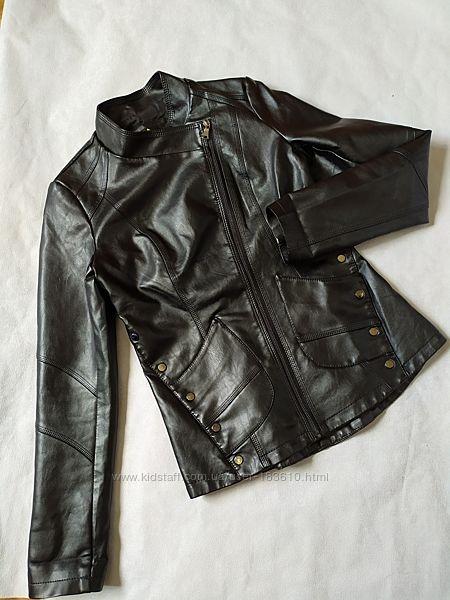 Куртка косуха черная приталенная искусственная кожа S