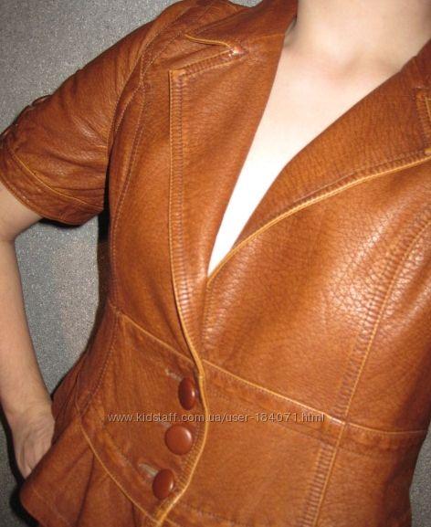новый стильный пиджачок коричневый  кож. зам.