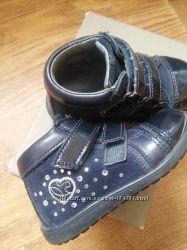 Продам кожаные ботиночки на девочку