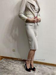 Шикарный деловой костюм на миниатюрную леди
